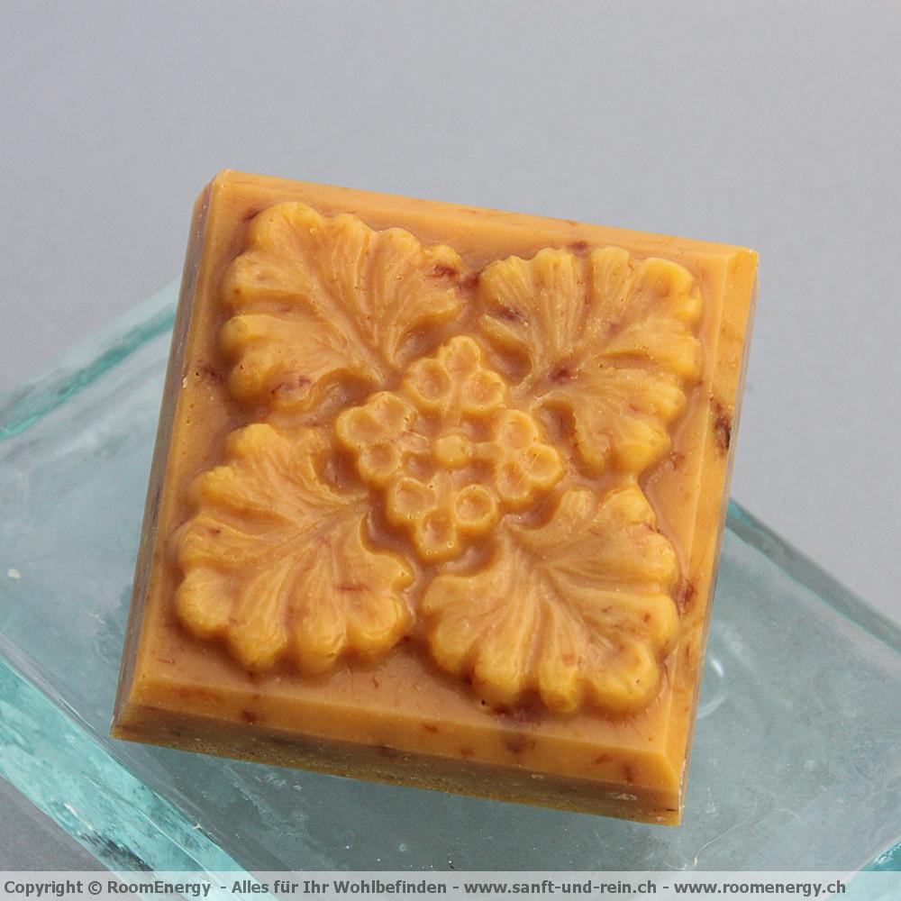Huflattichblüete - keltisches Kleeblatt